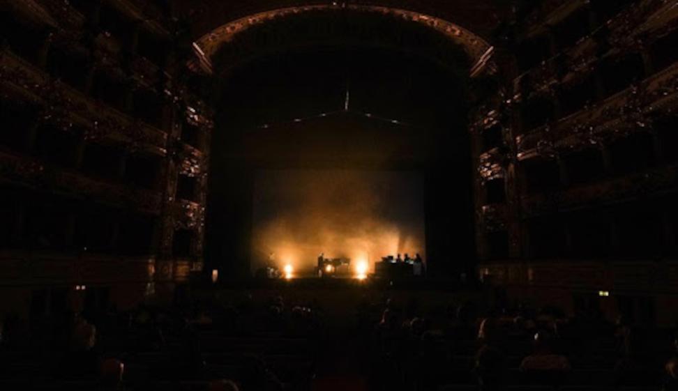 """""""The End Of The World"""", lo spettacolo multimediale che celebra la bellezza del Pianeta sull'orlo del disastro ecologico Arte e scienza per la natura sono uno dei fili che percorre il Festival Aperto """"Principio speranza"""" di Reggio Emilia"""