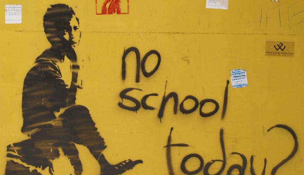 Abbandono scolastico: Italia fanalino di coda europeo per forti divari territoriali, povertà materiale ed educativa. Così, allungare l'obbligo non serve  (1) Bisogna intervenire nei contesti specifici, a partire dai servizi educativi per la prima infanzia